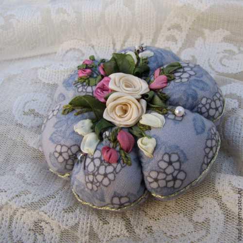 Прекрасный подарок: цветы из шелка