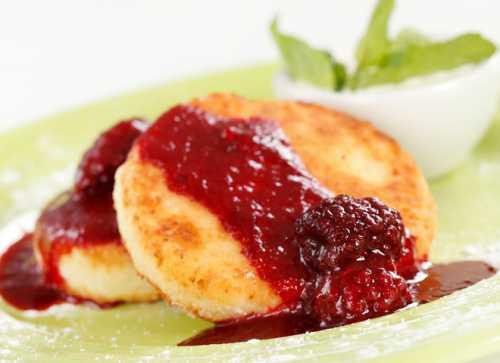 Сырники из творога: рецепт диетического десерта с овсяными хлопьями