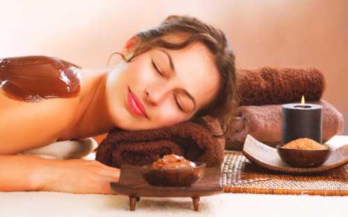 Выполнять шоколадное обертывание дома желательно через день курсом из процедур